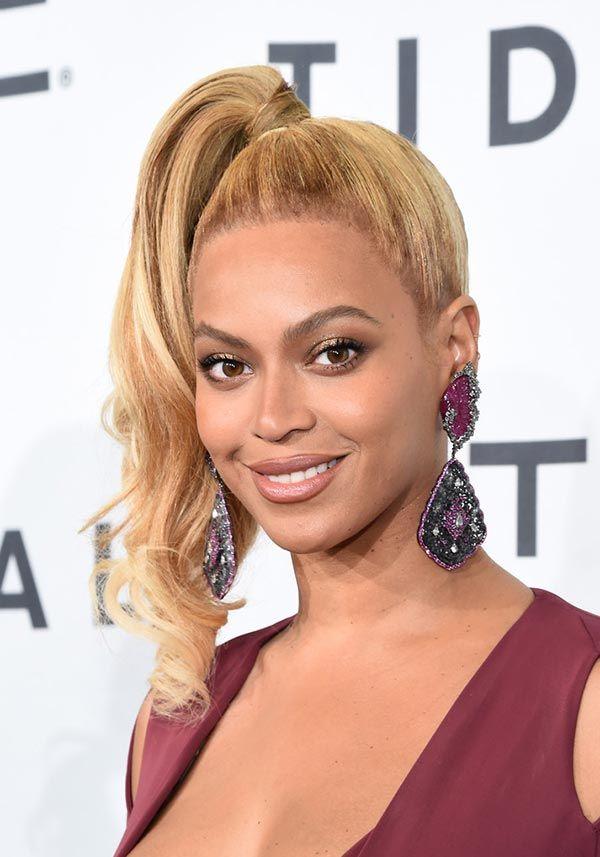 Бьенсе предпочитает светлый цвет волос и кудри