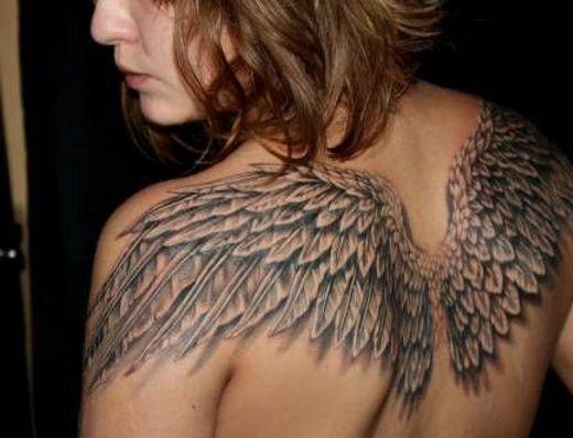 татуировки фото на спине крылья