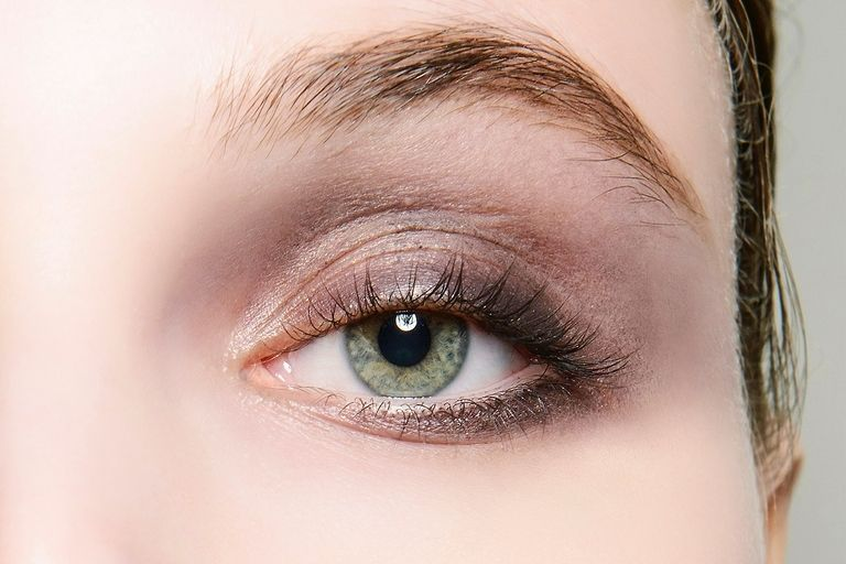 Sheer Layer of Lilac Shadow with Blended-Out Gunmetal Eyeliner