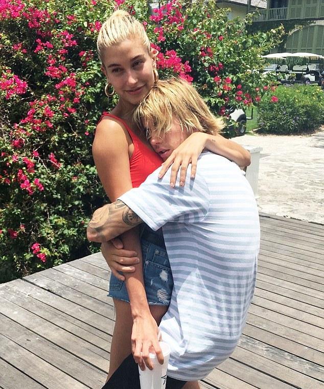 Селена забыта Папарацци застукали Джастина Бибера за поцелуями с еще одной бывшей