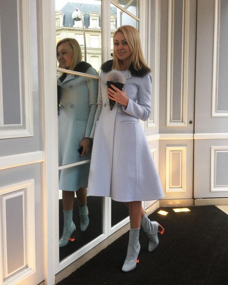 Как Пэрис Новая фотосессия Яны Рудковской в платье с пикантным декольте удивила фанатов