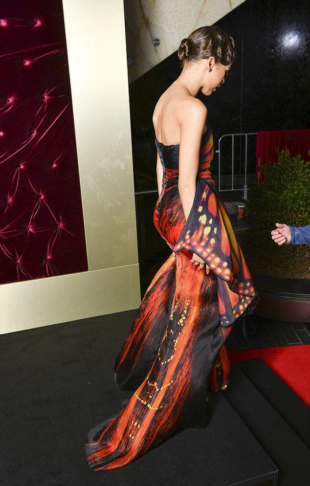 Хью Джекман с женой, Зендая и Зак Эфрон на премьере фильма ...