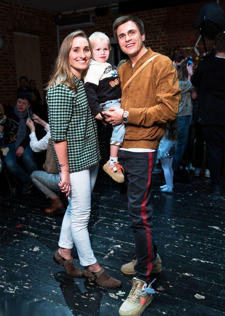 Дочь Владимира Винокура Анастасия вышла в свет с мужем, показав и подросшего сына