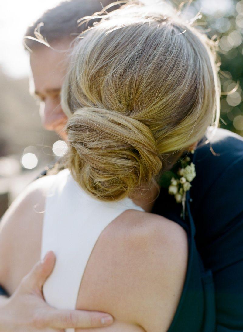 Фотография невесты с прической низкий пучок