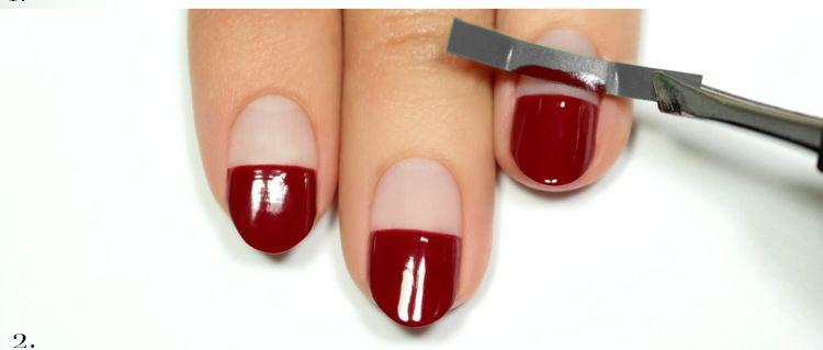 Праздничный маникюр можно легко создать покрасив ногти разными цветами лака