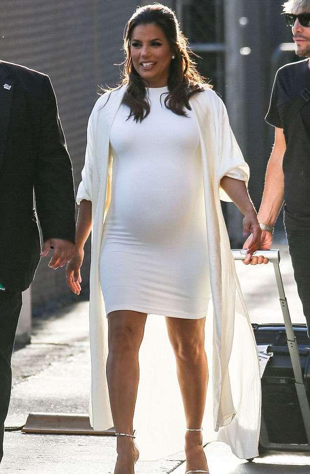 Беременная Ева Лонгория настолько растолстела, что уже не умещается в платье большого размера