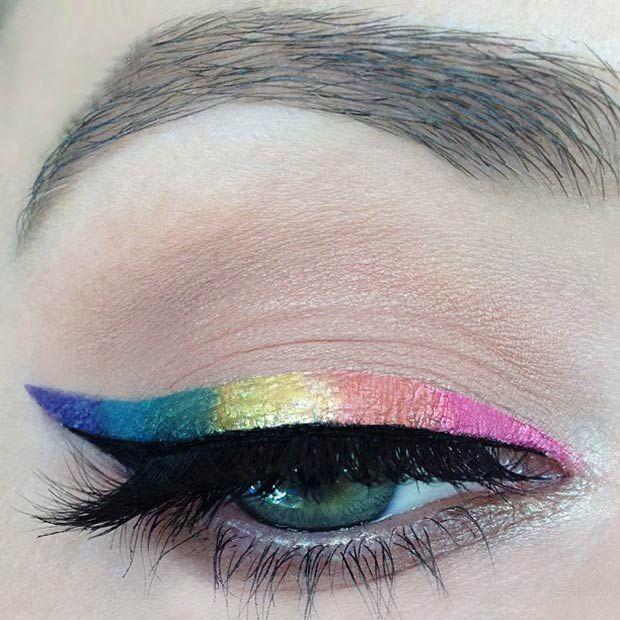 Для легкого летнего макияжа глаз идеально подойдут цветные стрелки