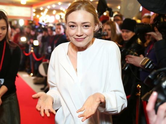 Оксана Акиньшина привела в восторг фанатов снимком в мокром бикини