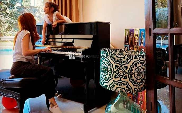 """Звезда """"Великолепного века"""" показала свои роскошные апартаменты"""